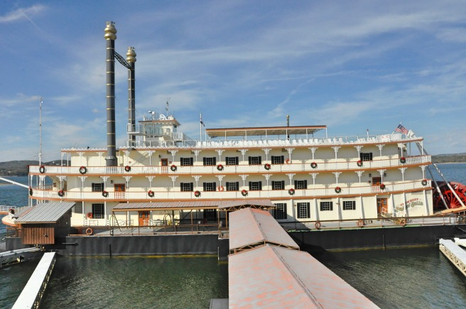 day-204-showboat-branson-mo-7998_fotor